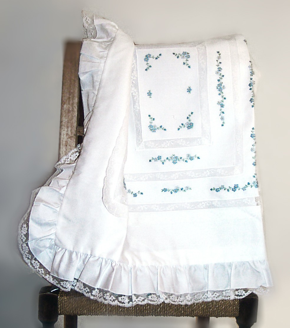 "Baby sheet and blanket with ""mammola"" flowers embroideries"