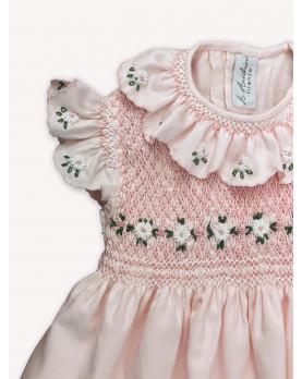 Chloris, abito per bambina con maniche ad aletta e margherite ricamate. Dettaglio.