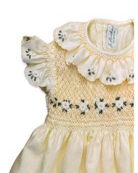Chloris, abito per bambina con maniche ad aletta e margherite ricamate. Colore giallo.