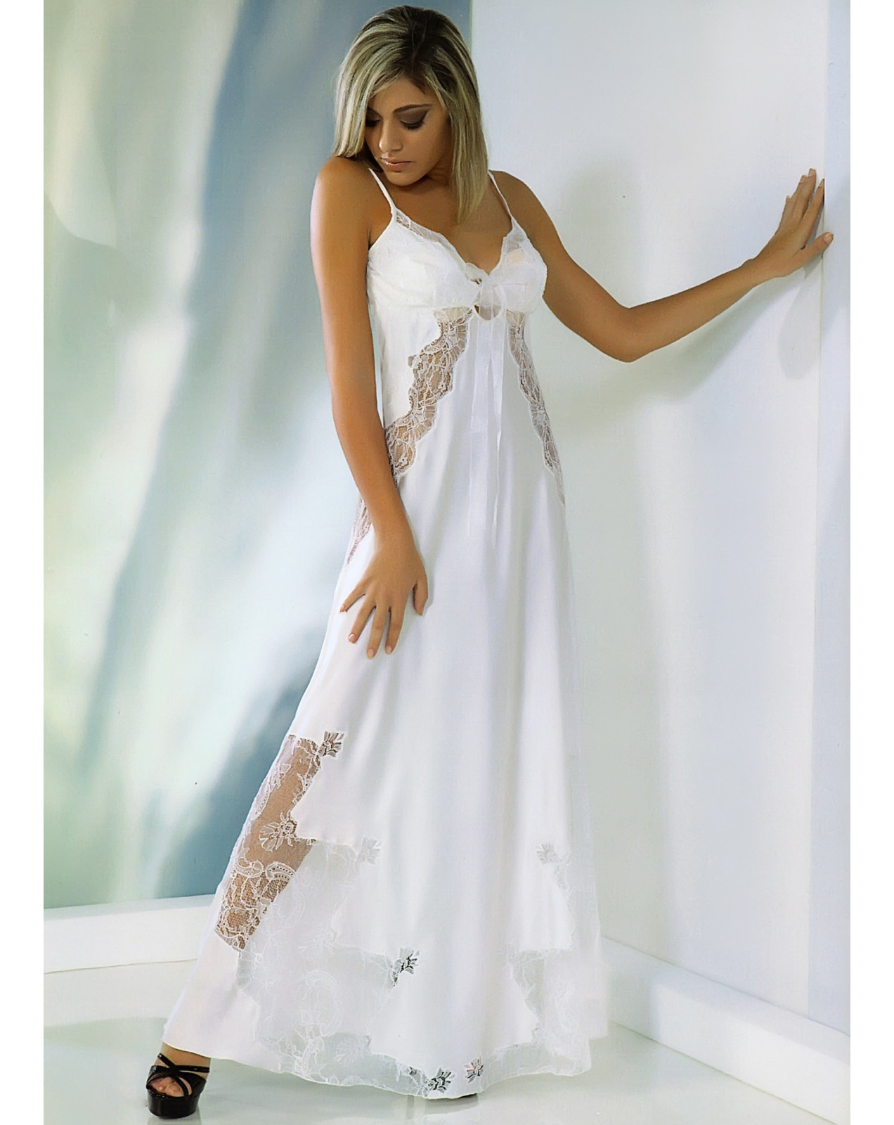 Thesan nightgown