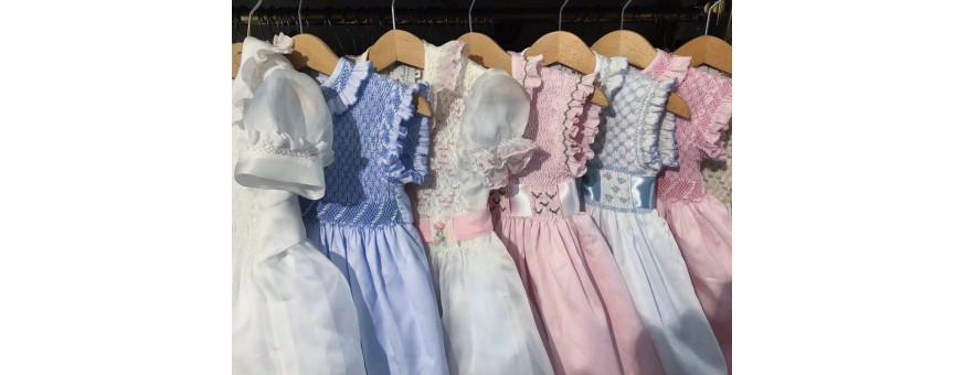 Abbigliamento per bambina, abiti smock ed eleganti.
